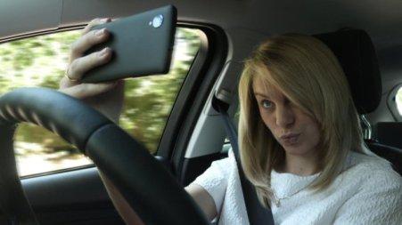 Woman_selfie_001