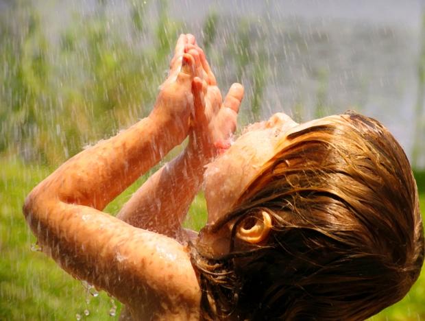 girl-in-rain1.jpg